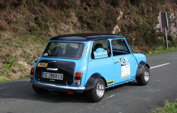 Mini Cooper ensanchado con distanciadores