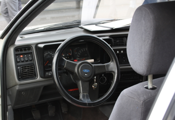 Interior y Volante. Ford Sierra RS Cosworth