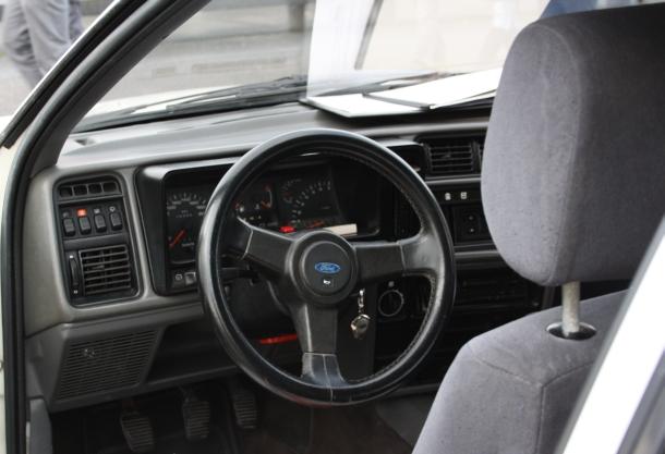Interior y Volante. Ford Sierra RS Cosworth