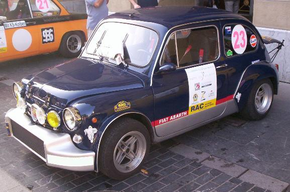 SEAT 600 E, caracterizado como FIAT 600 Abarth.