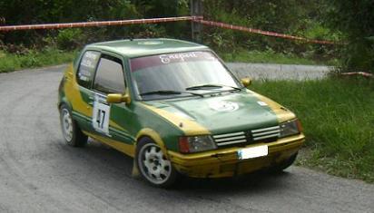 Peugeot 205 GTI. Aitor Urkidi e Uxue Mentxkatorre.
