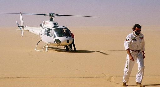 Thierry Sabine en el helicoptero del París-Dakar