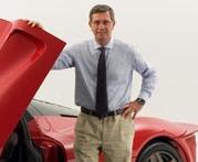 Pininfarina posando con un Ferrari Enzo